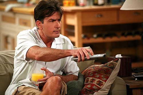 Charlie-Sheen-as-Charlie-Harper-two-and-a-half-men-6432963-500-333