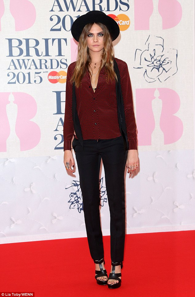 cara-delevingne-brit-awards-2015
