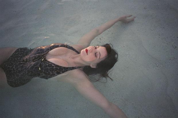 daisy-lowe-swimming