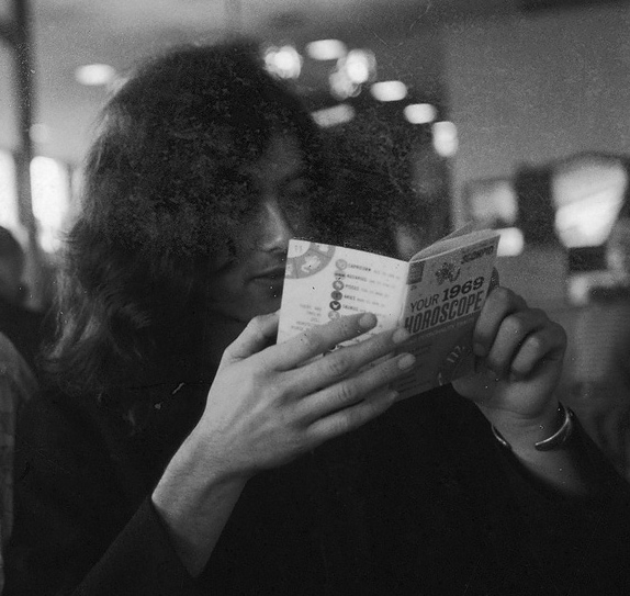 jimmy-page-reading