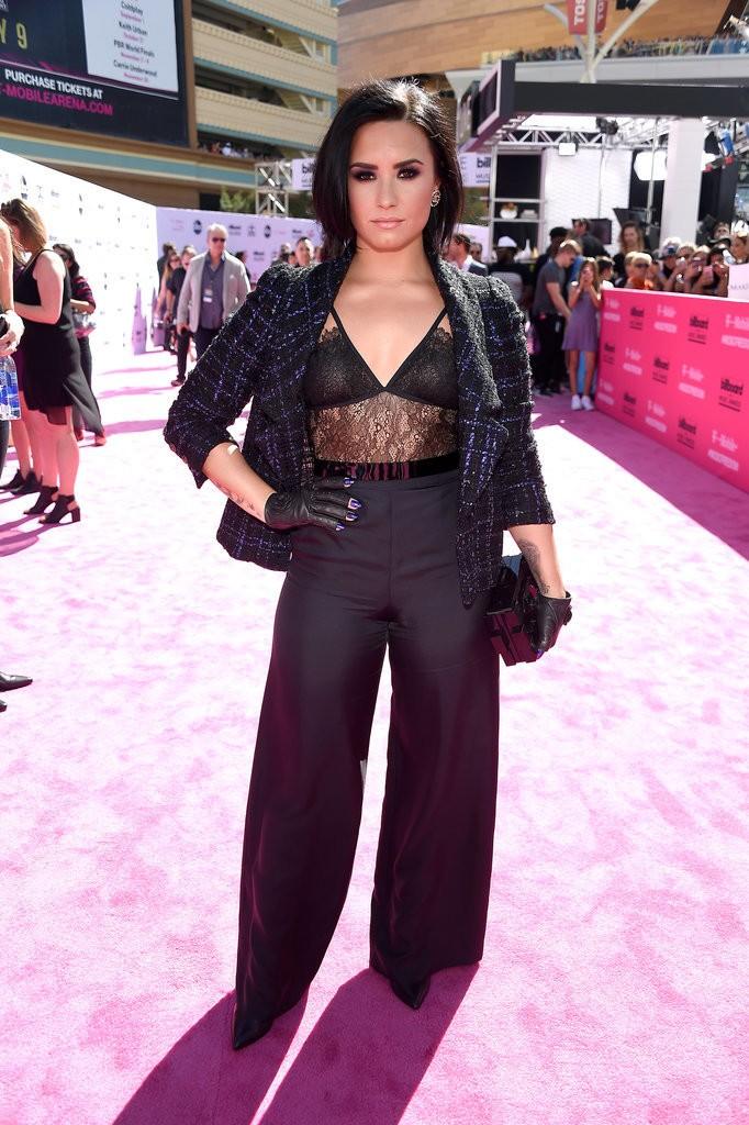 Demi-Lovato-Look-Billboard-Music-Awards-2016