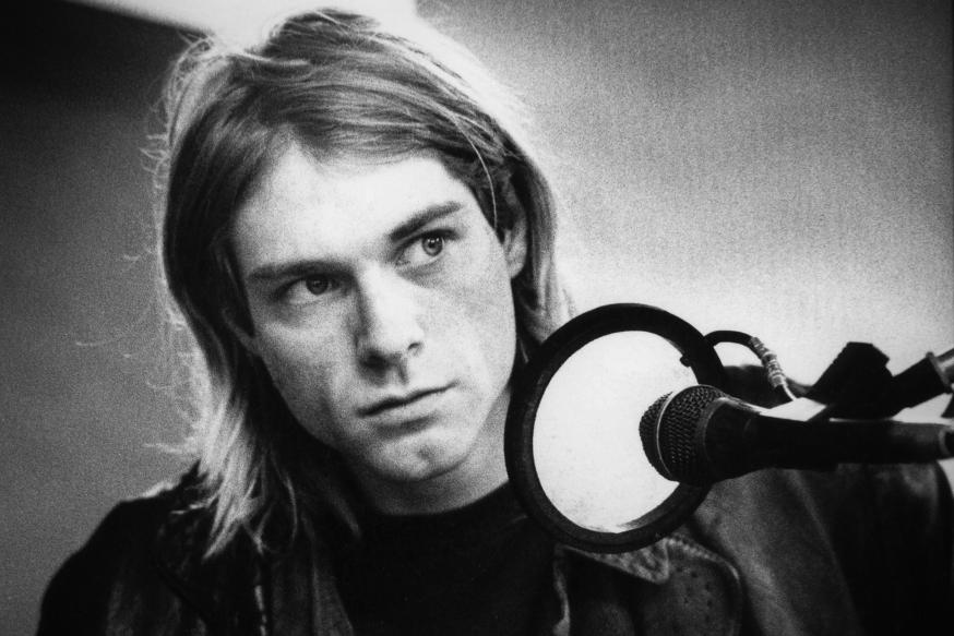 NETHERLANDS - NOVEMBER 25:  HILVERSUM  Photo of Kurt COBAIN and NIRVANA, Kurt Cobain recording in Hilversum Studios, playing bass guitar  (Photo by Michel Linssen/Redferns)