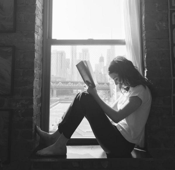 Emma Roberts criou seu próprio clube do livro